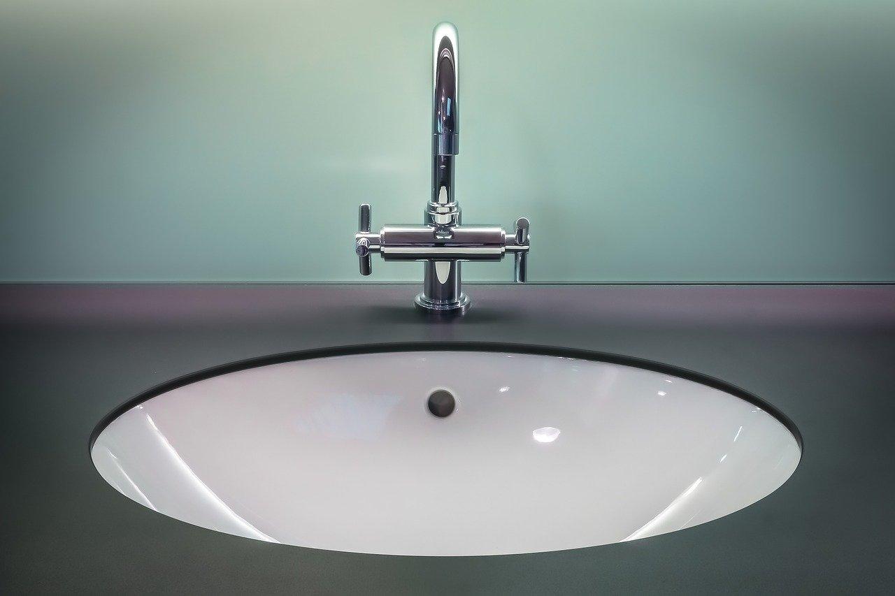 Baterię kuchenne i łazienkowe oszczędzające wodę – dlaczego warto je mieć?